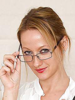 Mature Glasses Pics